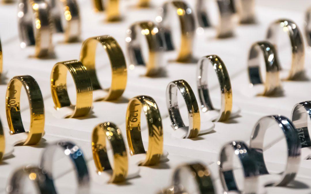 Hogyan őrizd meg arany gyűrűid szépségét? Otthoni praktikák könnyedén!